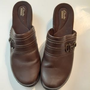 CLARKS WOMEN'S BROWN LEATHER Mules size 12-W-EUC